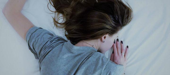 Vous vous réveillez la nuit ? Et si c'était à cause de votre matelas ?